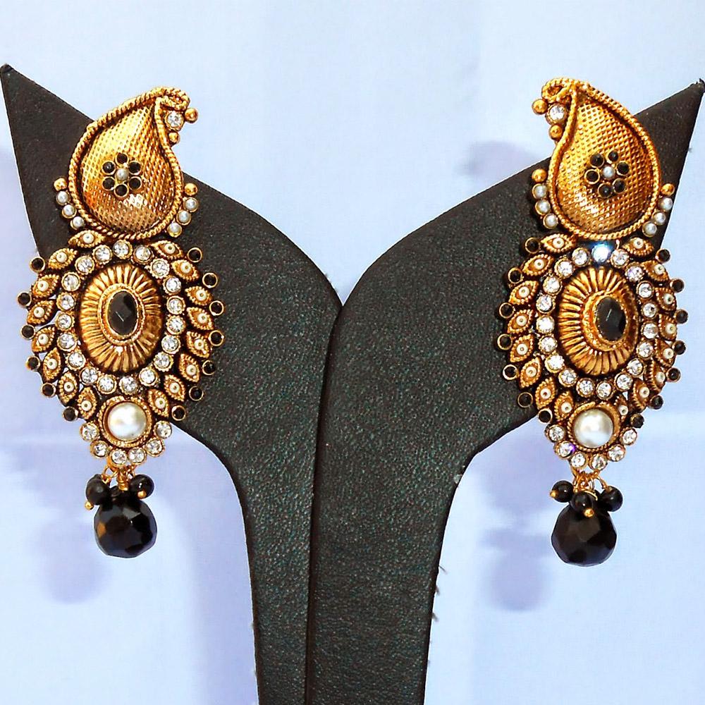Black gem studded fashionable earrings
