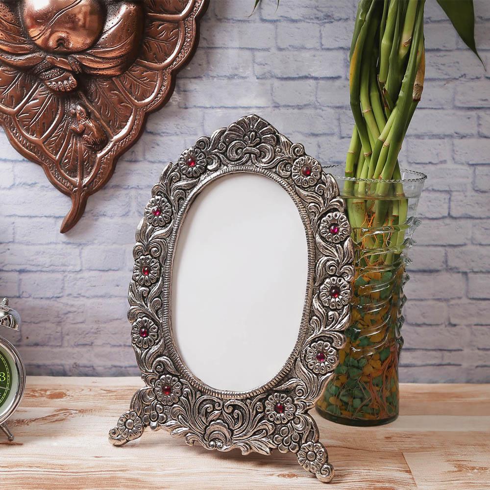 The Antique Finish White Metal Splendid Photo Frame To Adorn Your Photos - White Metal Splendid Photo Frame