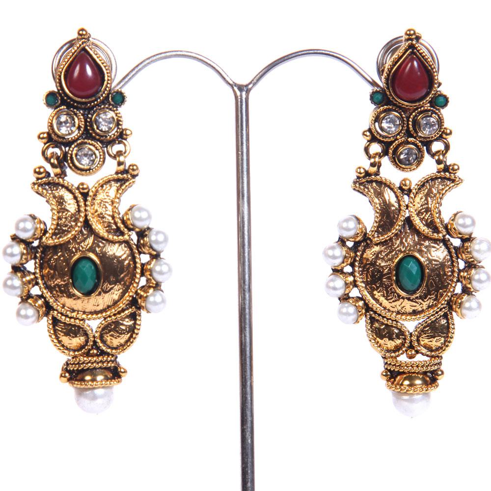 Glittered pair of earrings
