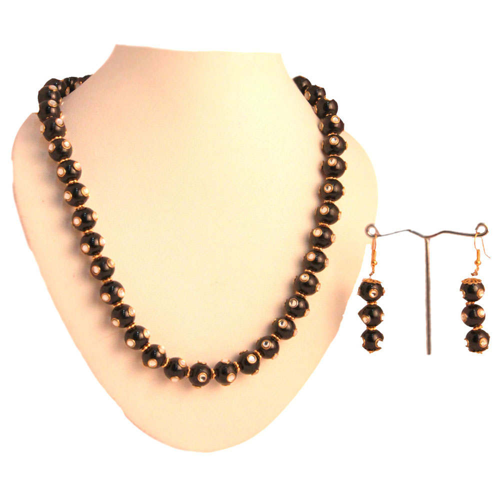 Necklace hanged with black meena balls