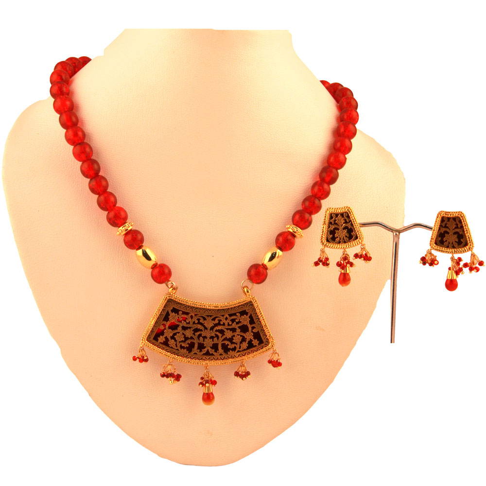 Thewa pendant set with red coloured hanging balls