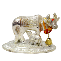 Impressive cow and calf showpiece in metal to beautify your table top