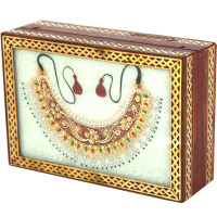 Marble jewellery box with closed kundan necklace