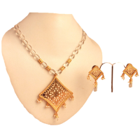 White thewa pendant set with brass base and micro gold plating