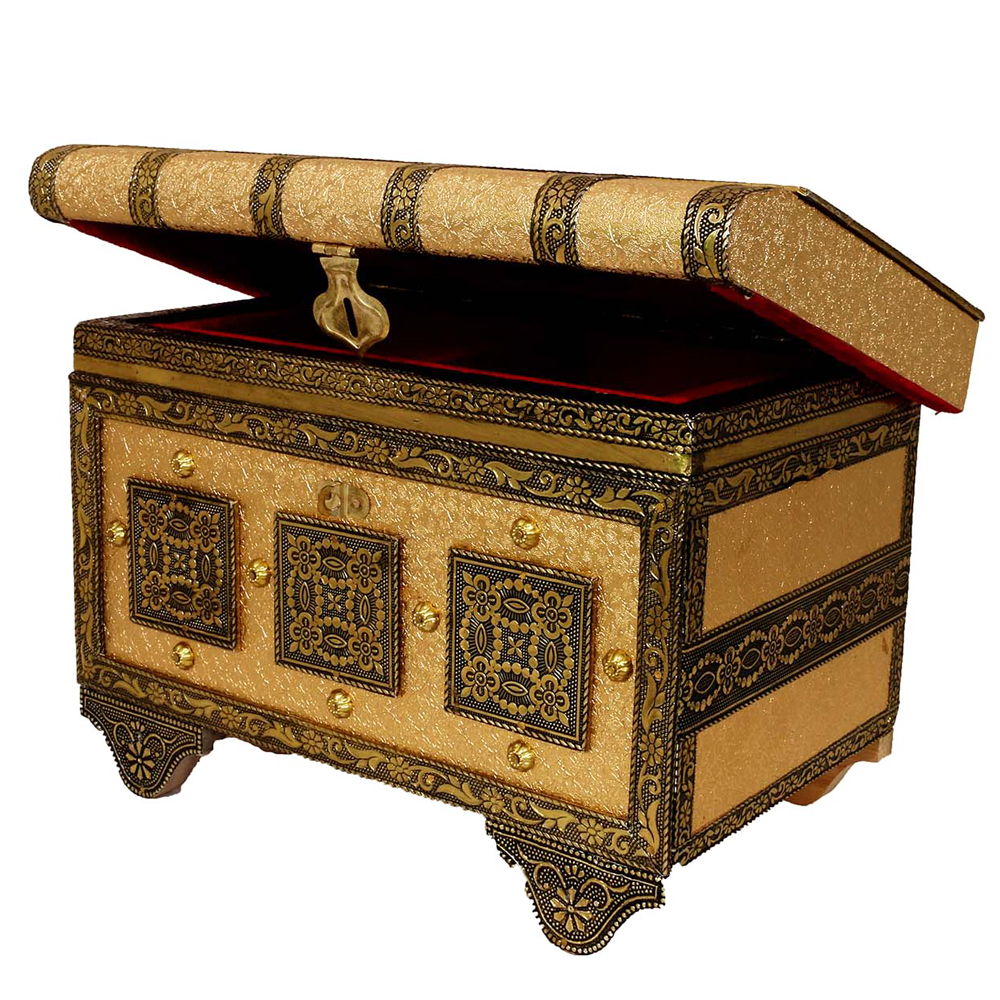 Wooden pitari box with royal designs